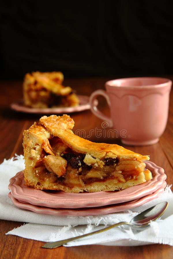 Tranche de tarte aux pommes néerlandaise faite maison, appeltaart photographie stock libre de droits