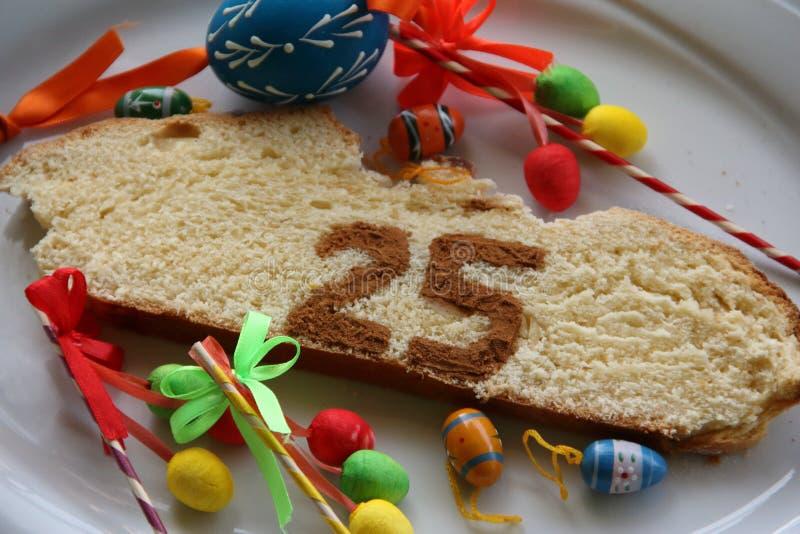 Tranche du gâteau 25 de Pâques photos stock