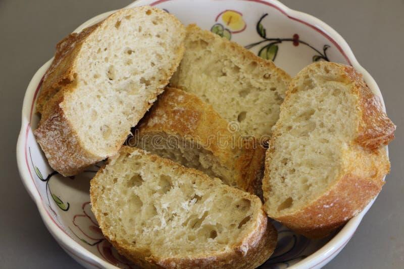 Tranches de baguette française de pain photos stock