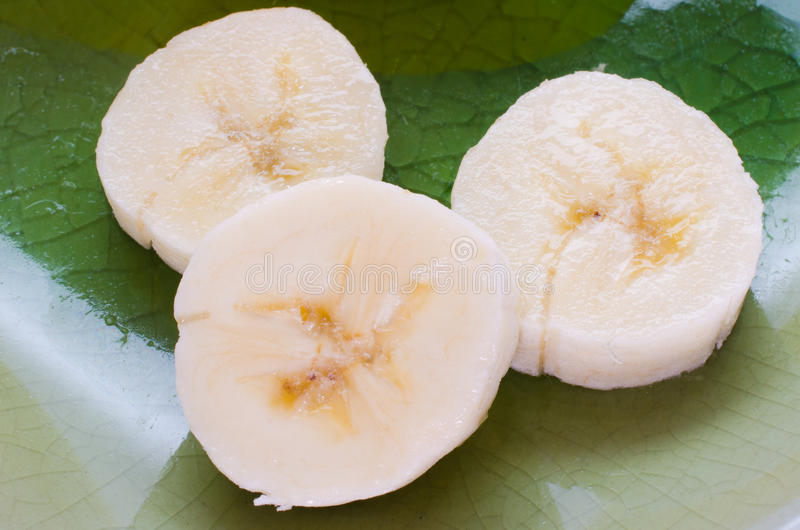 3 tranches de banane en gros plan image stock