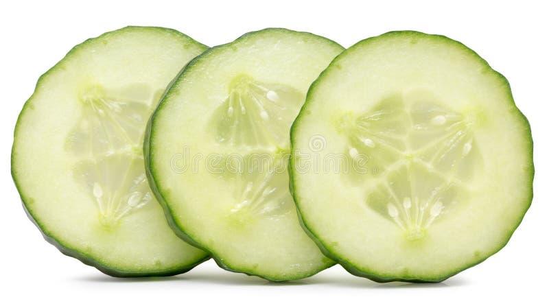 Tranches de concombre d'isolement sur le fond blanc image stock