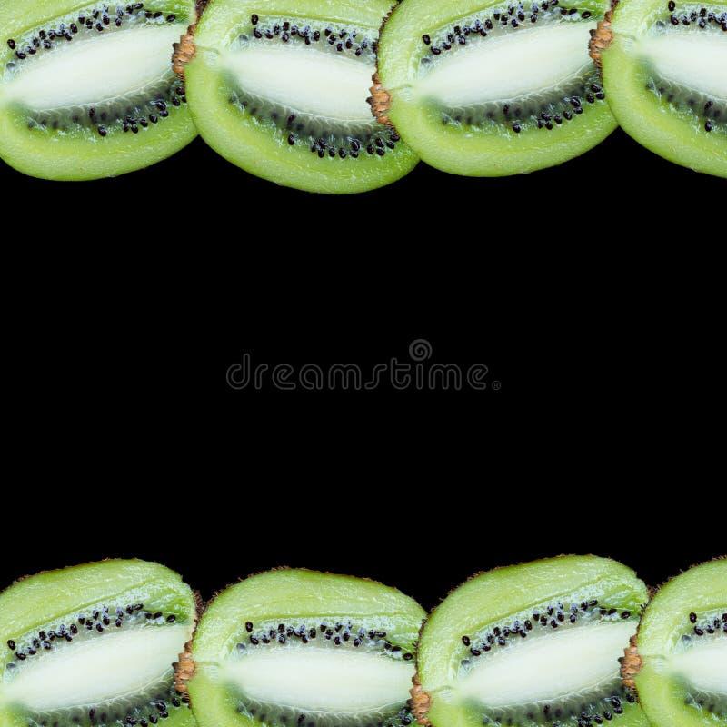 Tranches de fruit sur un fond noir photo stock