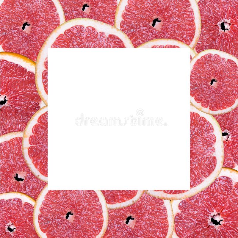 Tranches de fruit sur un fond noir image stock