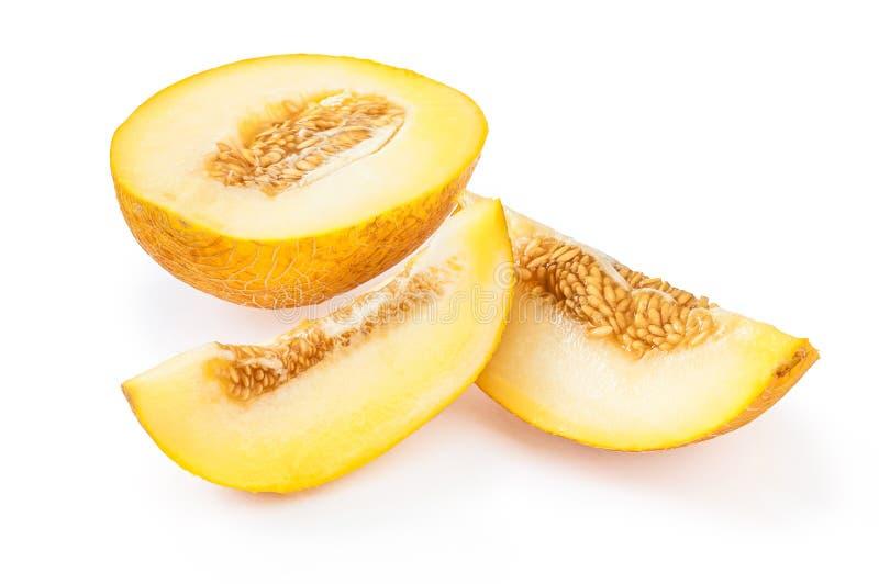 Tranches de melon jaune mûr avec des graines, sur le fond blanc images stock