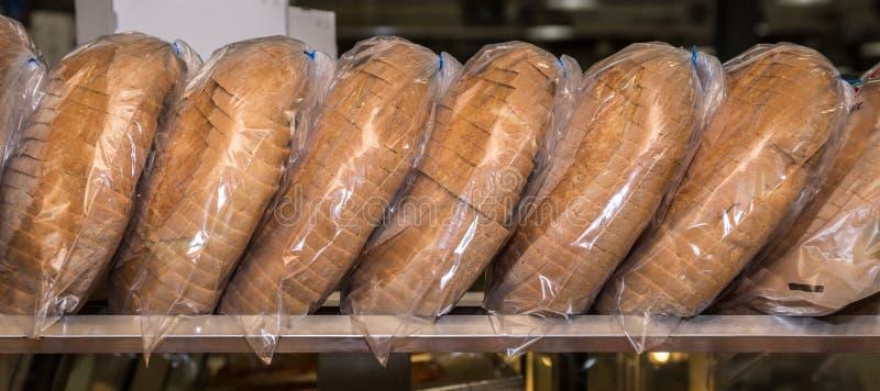 Tranches de pain dans le sac photo libre de droits