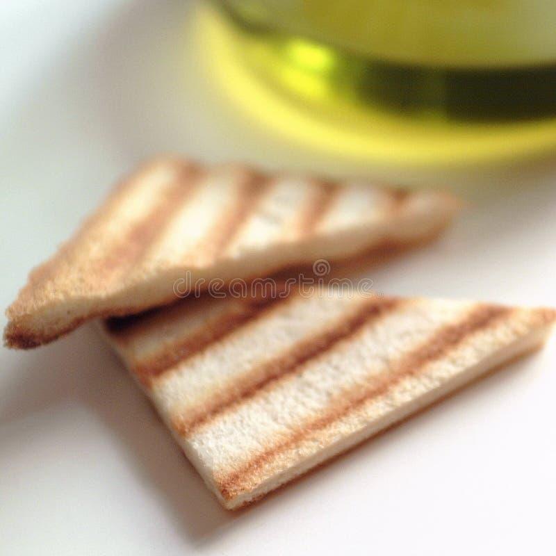 Tranches de pain et d'huile d'olive grillés image stock