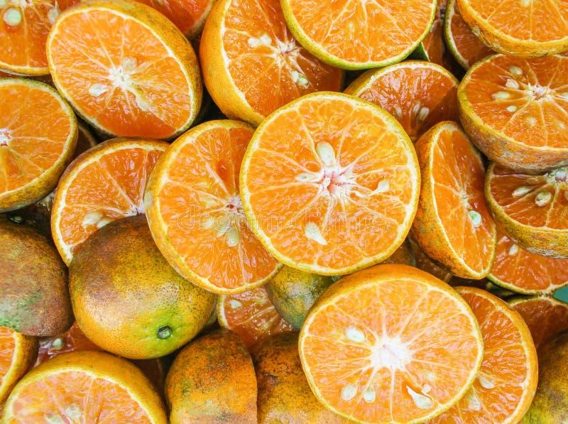 Tranches de vue supérieure de groupe naturel de texture de fruit de mandarine ou de mandarine pour le fond images stock