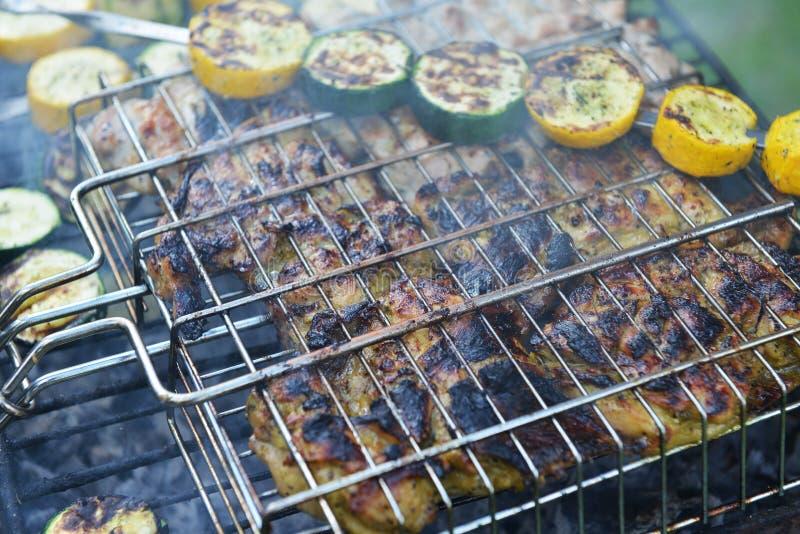 Download Tranches Et Courgette De Viande Photo stock - Image du kebab, charbon: 56477862