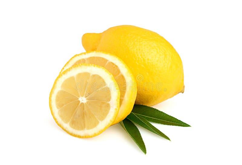Tranches et feuilles de citron image stock
