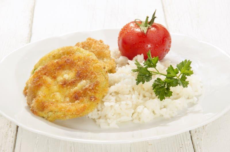 Tranches frites de potiron avec du riz bouilli images stock