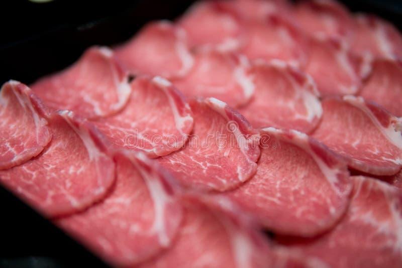 Tranches minces de viande crue images libres de droits
