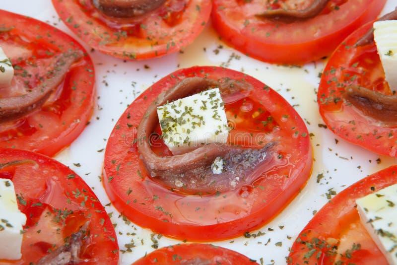 Tranches savoureuses de tomate avec du fromage photographie stock libre de droits