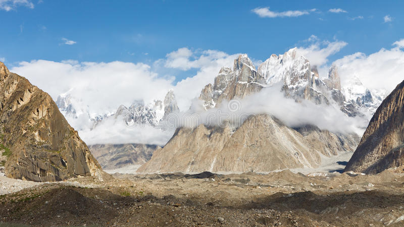 Trangotorens en Baltoro-Gletsjer royalty-vrije stock foto