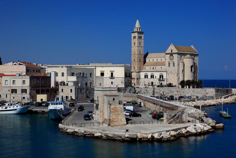 Trani Apulia, Italien fotografering för bildbyråer