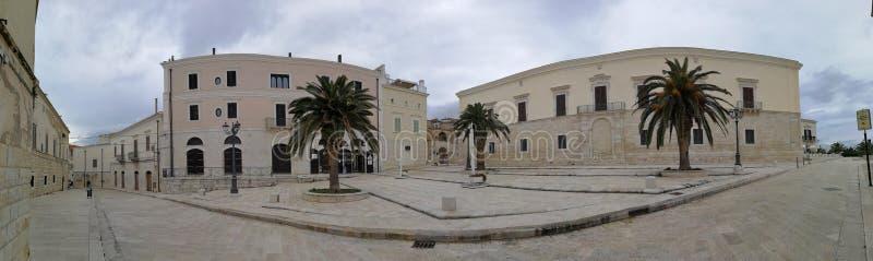 Trani - Panoramica di Piazza Sacra Regia Udienza fotografie stock libere da diritti