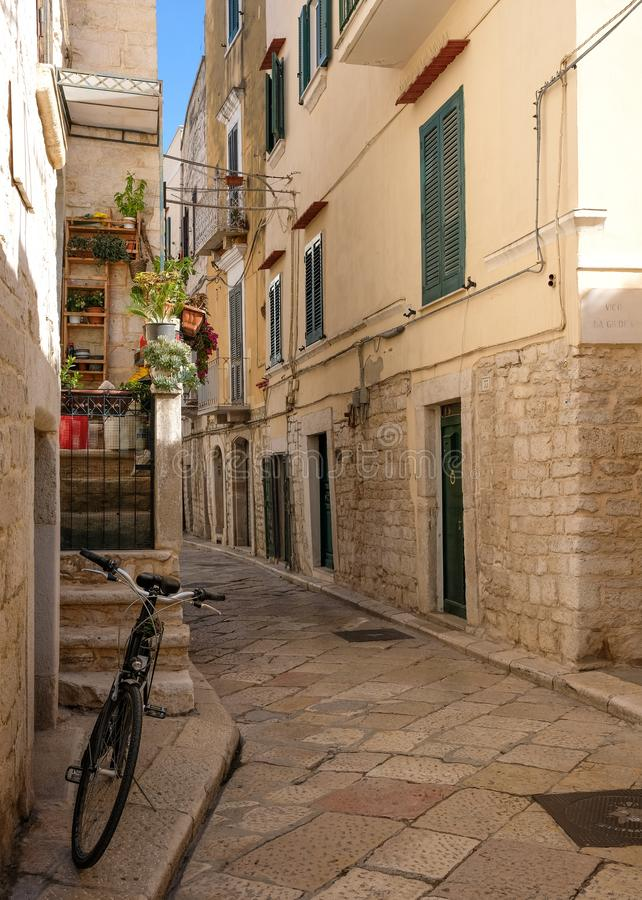 Street scene with bicycle in the foreground, in the Jewish Quarter of the historic medieval town of Trani in Puglia, Italy stock image