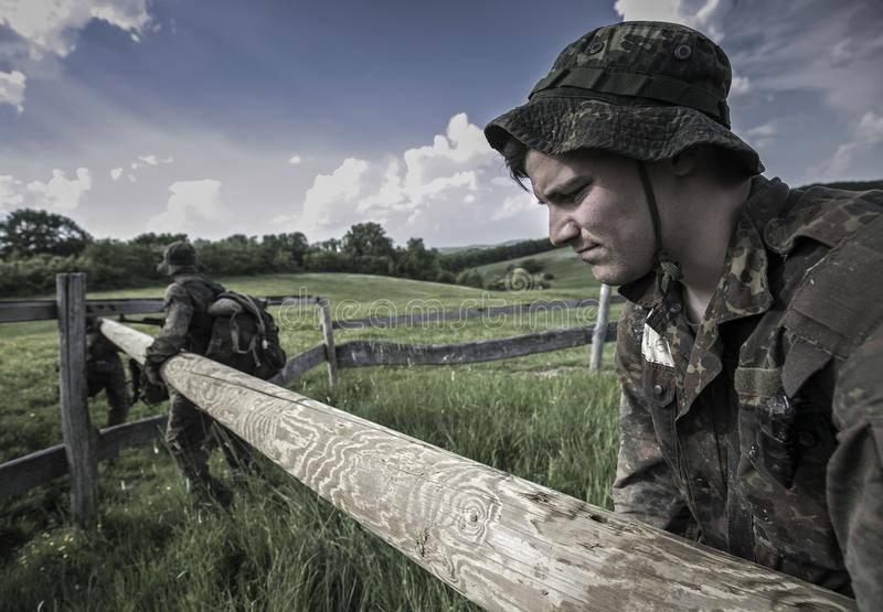Traning Militärprogramm der Auslese-Herausforderung lizenzfreie stockfotografie