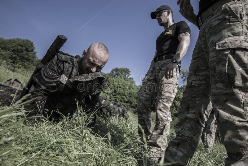 Traning Militärprogramm der Auslese-Herausforderung stockbilder