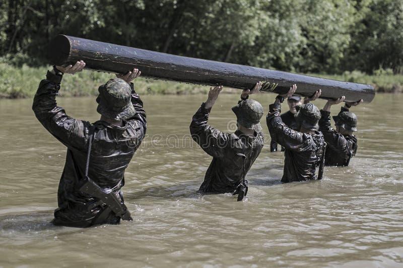 Traning Militärprogramm der Auslese-Herausforderung stockfotos