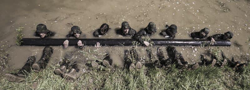 Traning Militärprogramm der Auslese-Herausforderung lizenzfreie stockfotos