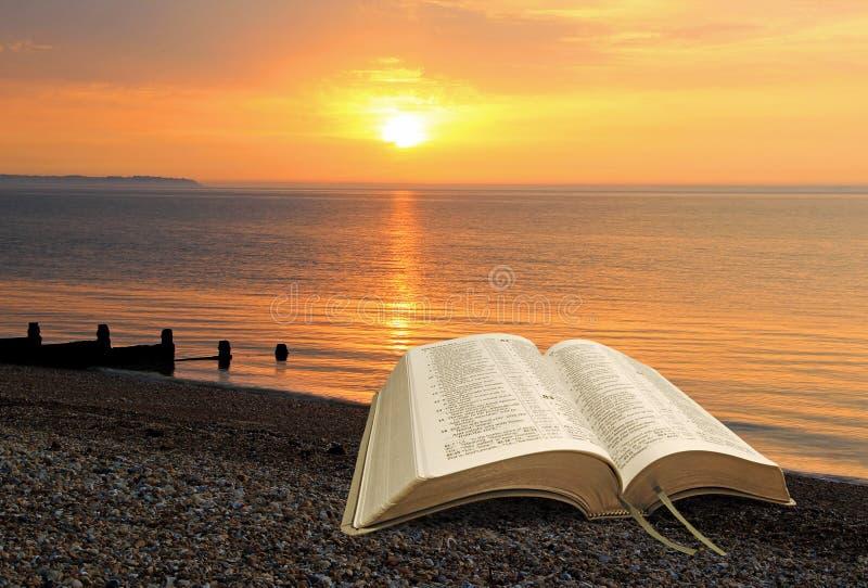 Tranquillità calma interna di pace spirituale della bibbia fotografia stock libera da diritti
