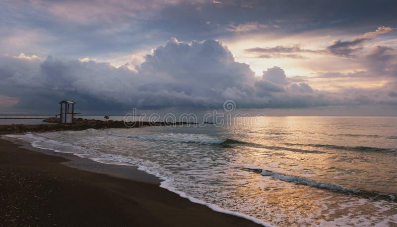Tranquilmorgen op het strand in Larnaca royalty-vrije stock foto