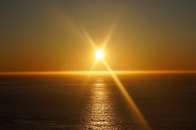 Tranquisit Szene Orangensonne und Himmelsununtergang über dem Ozean an der pazifischen Westküste san francisco vereinigten Staate lizenzfreie stockfotos