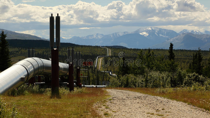 Trans Alaska pipeline. 800 miles (1,287 km) of pipeline with a diameter of 48 inches (122 cm) that conveys oil from Prudhoe Bay, to Valdez, Alaska stock image