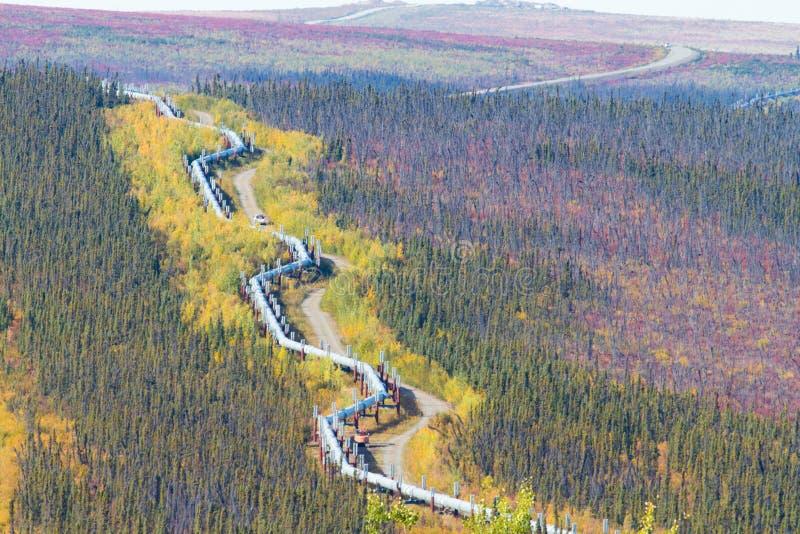 Trans-Alaska-Rohrleitung entlang Dalton-Landstraße zu Pudhoe-Bucht in Alaska lizenzfreies stockbild
