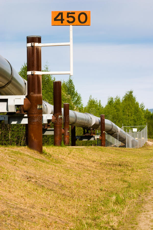 Trans.-alaskabo olje- rörledning arkivbild
