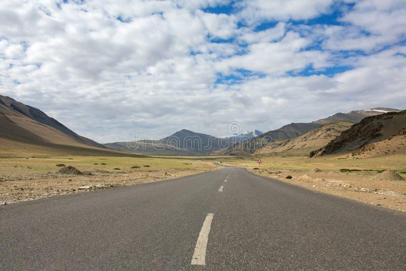 Trans Manali, Leh Himalajska - autostrada w himalajach Więcej równiny, Ladakh obraz royalty free