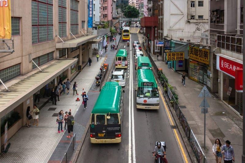 Trans. och gångare i gatan, Hong Kong royaltyfria bilder