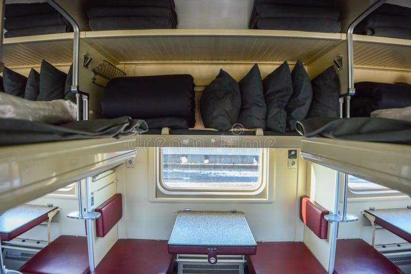 Trans-Siberian特级列车的内部,连接的莫斯科和俄国远东,结束在符拉迪沃斯托克 库存照片