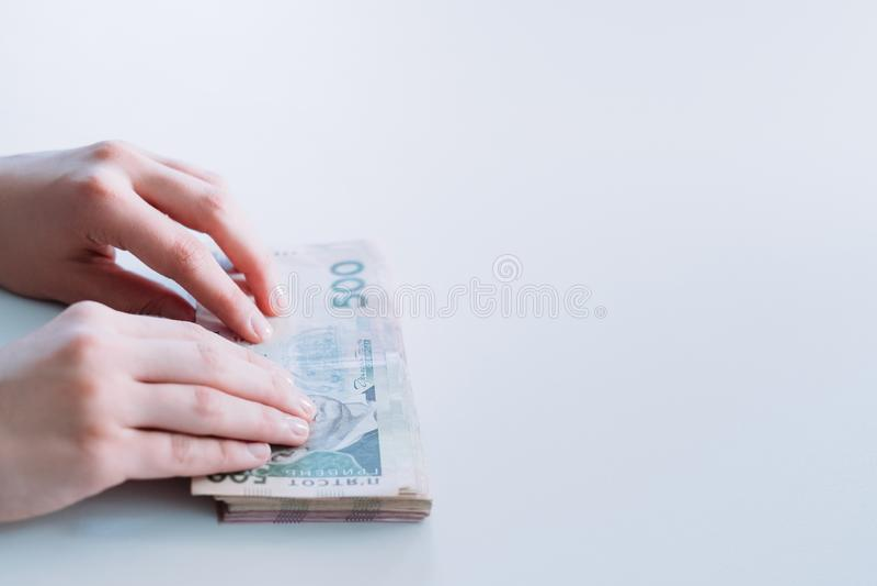 Transação de negócio de transferência de dinheiro do pagamento em dinheiro fotografia de stock
