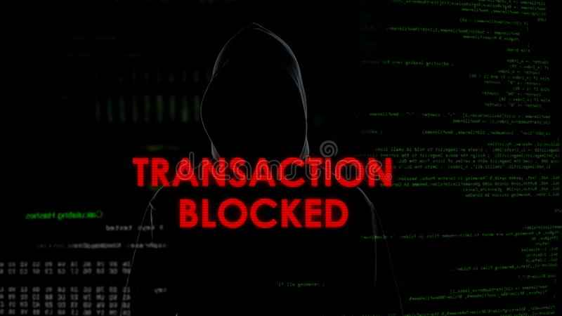 Transacción bloqueada, tentativa fracasada de robar el dinero, criminal decepcionado imagen de archivo libre de regalías