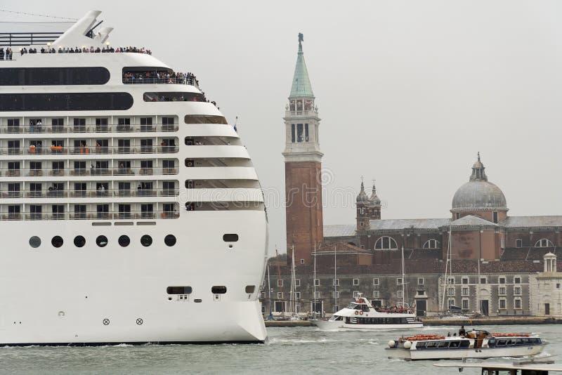 Transatlântico em Veneza imagem de stock