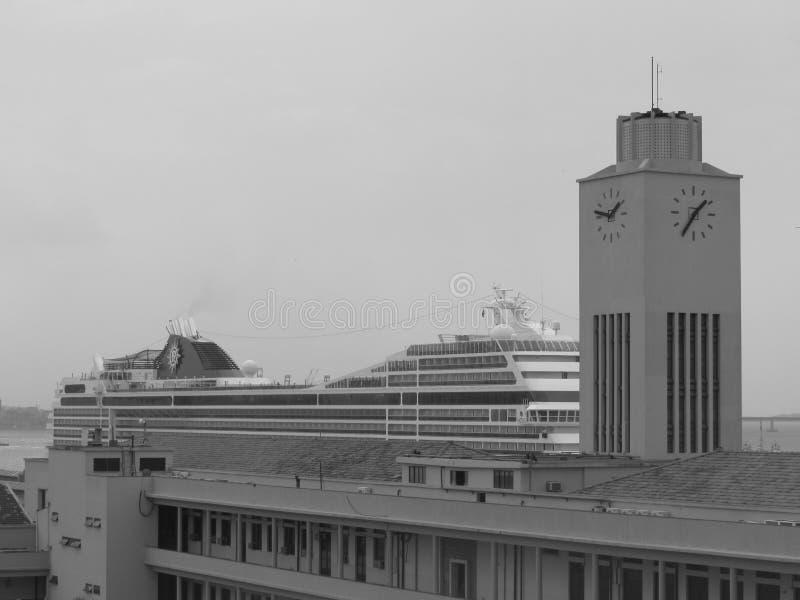 Transatlantico ed orologio fotografia stock libera da diritti