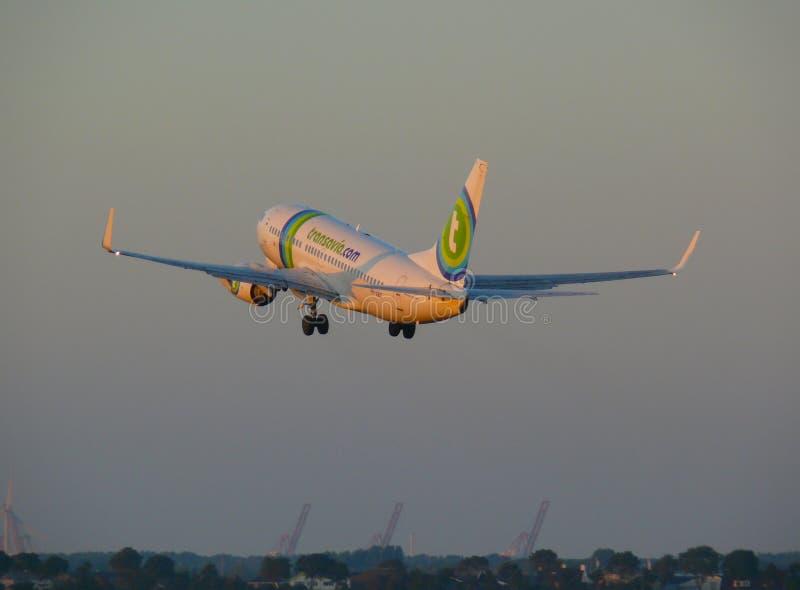 Transavia Boeing 737-700 start Schiphol lotnisko międzynarodowe zdjęcie royalty free