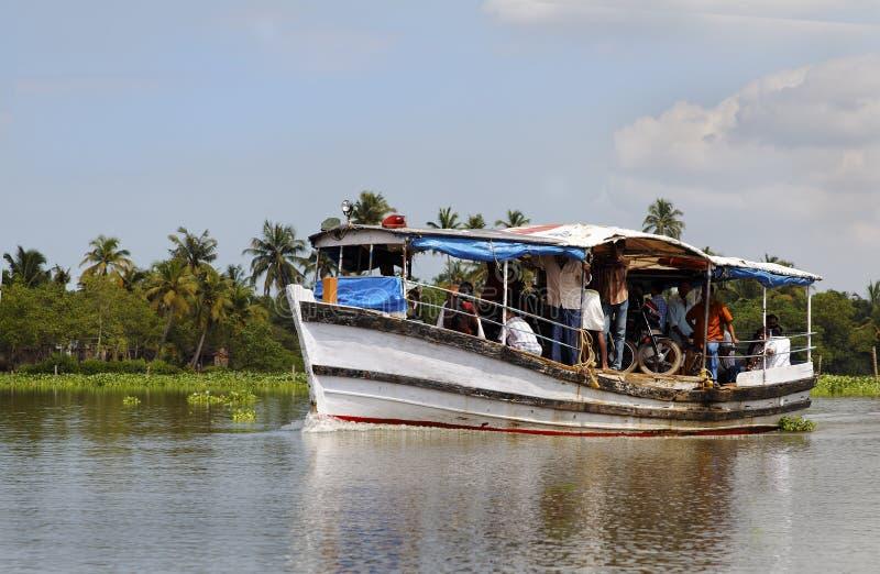 Transbordador corto Kerala la India del barco de la distancia foto de archivo