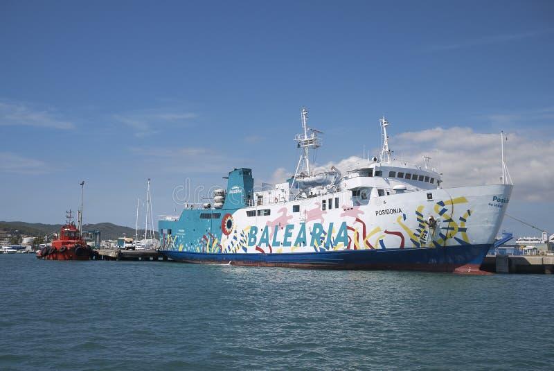 Transbordador de Balearia en Ibiza imagenes de archivo