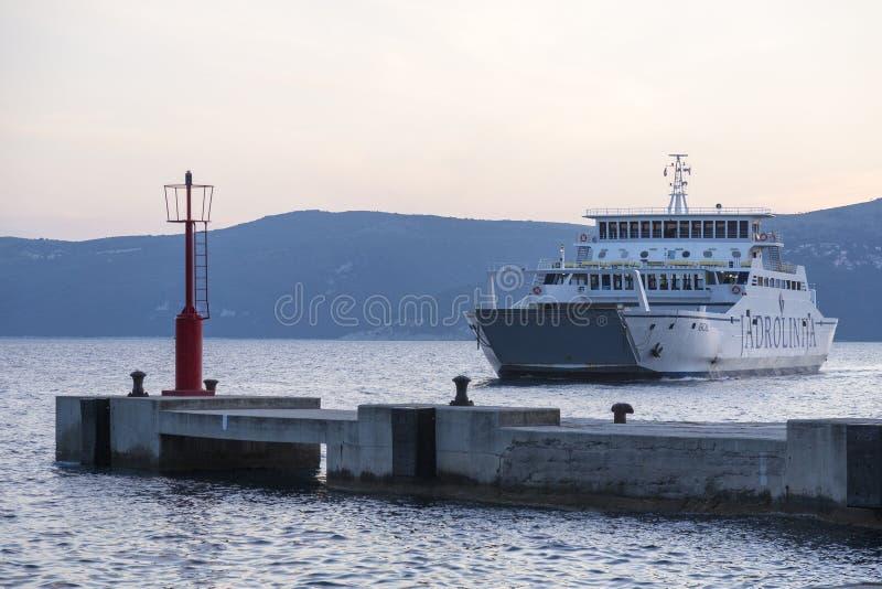 Transbordador en el mar adriático en Croacia fotos de archivo libres de regalías
