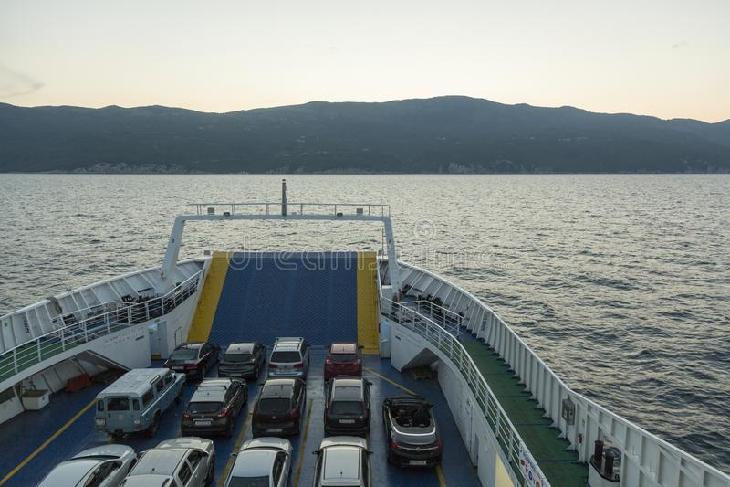 Transbordador en el mar adriático en Croacia fotos de archivo