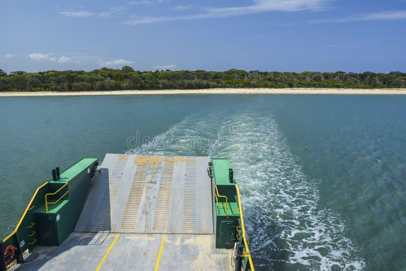 Transbordador a Fraser Island, Queensland, Australia fotografía de archivo libre de regalías