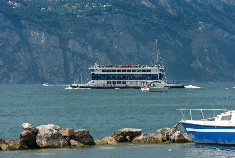 Transbordador - lago Malcesine Italia Garda fotografía de archivo