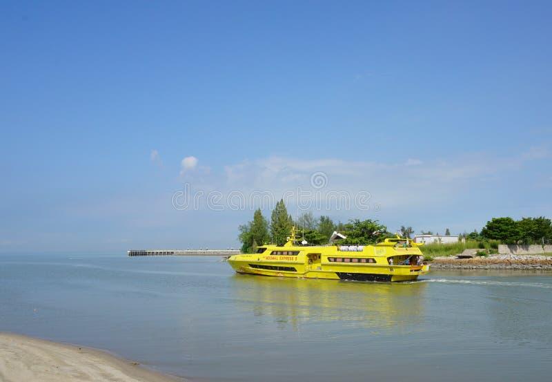 Transbordador Pulau Angsa en servicio en Penang imagen de archivo