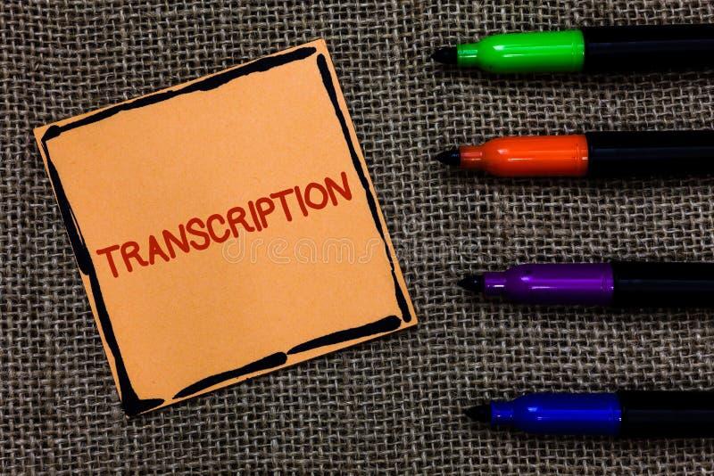 Transcrição do texto da escrita da palavra O conceito do negócio para o processo escrito ou impresso de transcrição exprime a art fotografia de stock