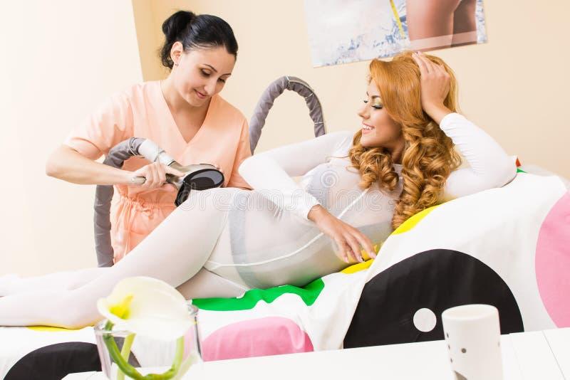 Download Transdermal massage fotografering för bildbyråer. Bild av massage - 37349109