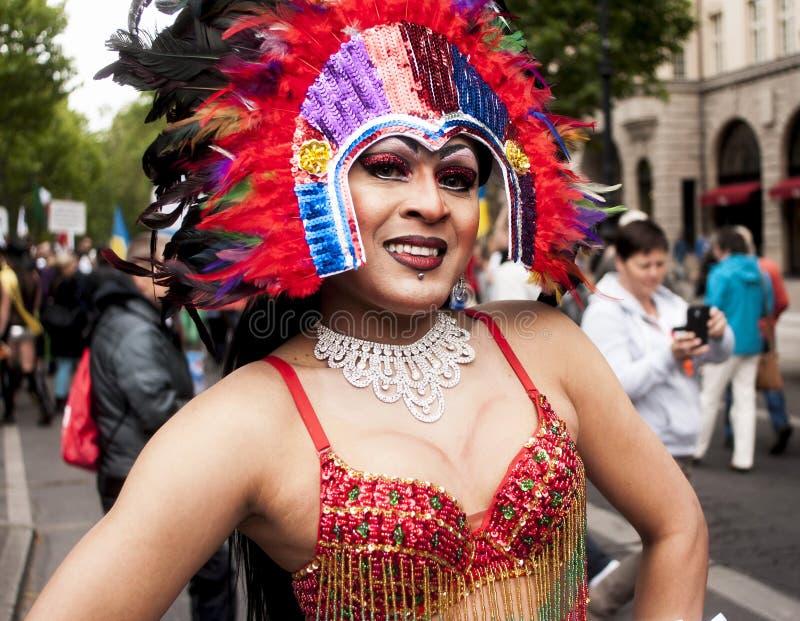 Transessuale elaborato vestito durante la parata fotografie stock libere da diritti