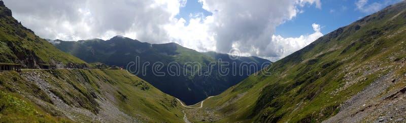 Transfagarasan在罗马尼亚语喀尔巴汗,罗马尼亚的山路 免版税库存照片