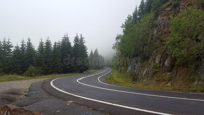 Transfagarasan bergväg i rumänska Carpathians, Rumänien royaltyfria foton